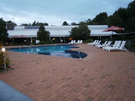 Sutton, أستراليا: The pool area