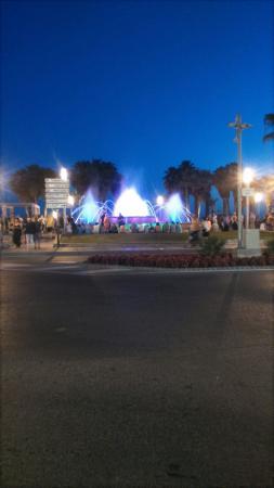 Illuminated Fountain: DSC_0223_large.jpg