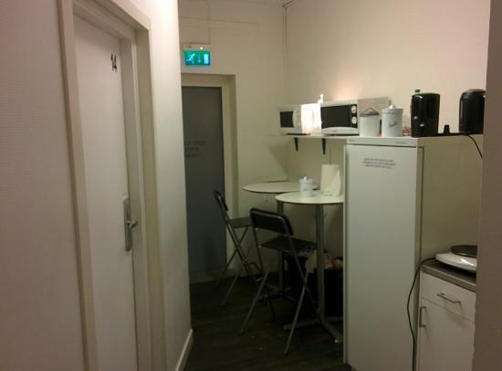 Acco Hostel: Кухня