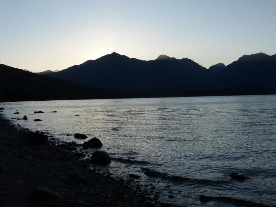 Lake manapouri at disk not from room but a short walk for Manapouri lakeview motor inn