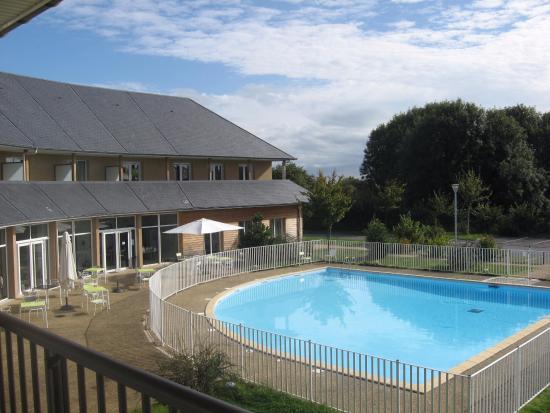 Equemauville, Frankrike: Zicht op zwembad