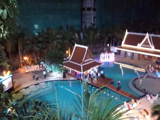 Mercure Pattaya Hotel: Room View / Hotel Pool
