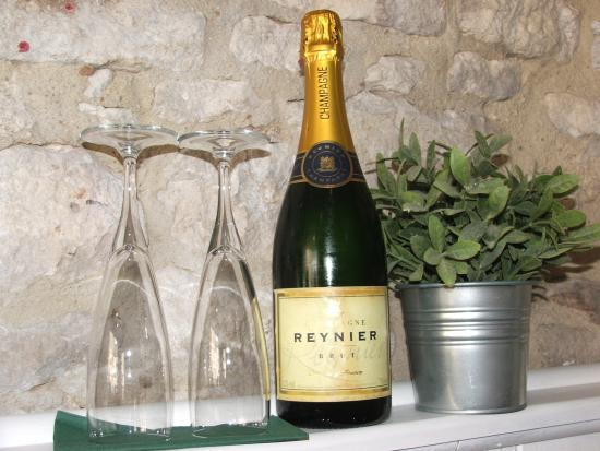 The Blenheim Buttery: Book Champagne on arrival