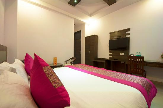 Hotel Rama Inn: Deluxe Room