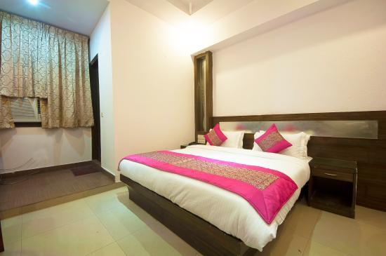 Hotel Rama Inn: Superior Room
