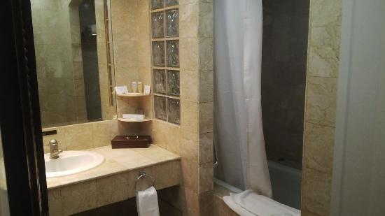 Ada Bath Up Nya Picture Of Surabaya Suites Hotel Surabaya