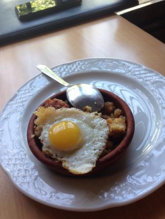 Escua I: Tapas de migas con su huevo de codorniz