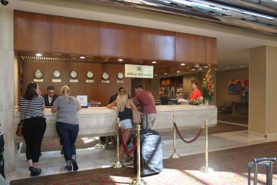 Hilton Los Angeles/Universal City: 호텔 데스크