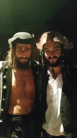 Pirates Adventure Show : Two rouges together..!!