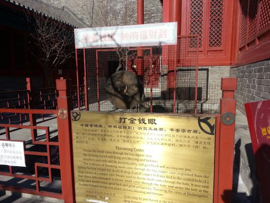 Beijing Ancient Coin Museum: Throw a coin through the square hole to hit the bell for good luck