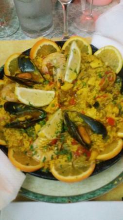 La Cuadra: mixed Paella