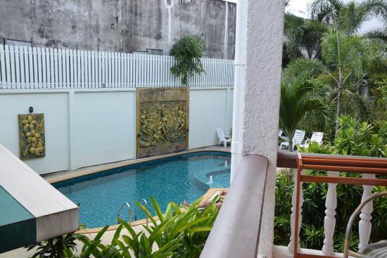 Neptuna K: pool and terras