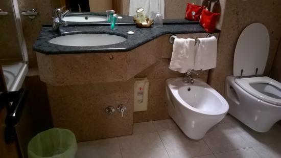 Bagno completo di tutto - Foto di Villa Luisa, Todi - TripAdvisor