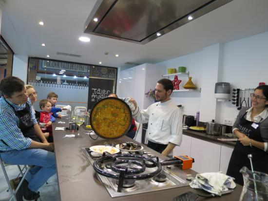Victor showing the test for cooked seafood rice picture for Taller andaluz de cocina