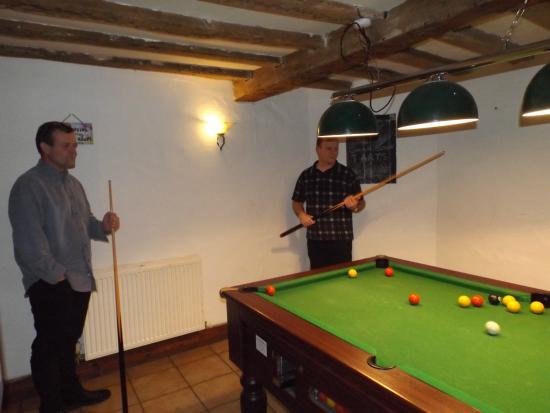 Yoxford, UK: dads playing pool