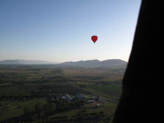Bill Harrop's Original Balloon Safaris: High & Low - using height and wind to control direction (2)