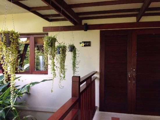 Baan KanTiang See: entrance into yellow villa