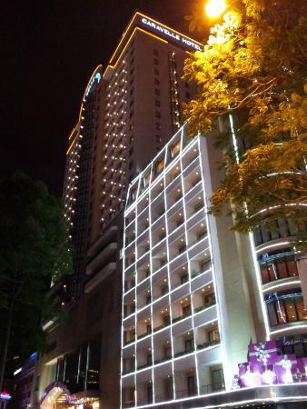 โรงแรมคาราเวล: Hotel