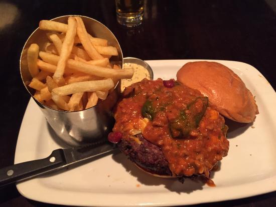 Dundrum, Irland: Chili cheeseburger