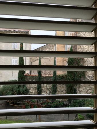 Hotel Cloitre Saint Louis: Vue depuis Balcon, inspiration Provence