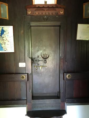 Nelpura Heritage Homestay: The door