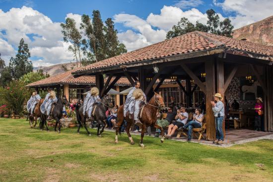 Sol y Luna: Terraza Wayra y Show de Caballos de Paso Peruano