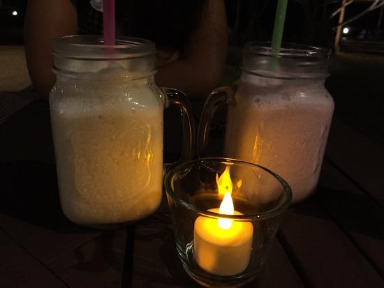 Chomtalay Exotic Cuisine: (fake)Candlelit smoothies, Mango & Strawberry