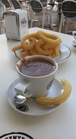 Cafe Central: Churros y Chocolate!