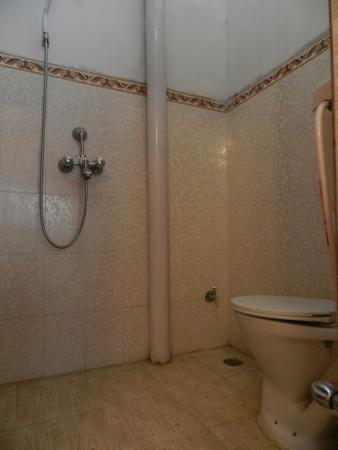 Buddha Guest House: Bathroom