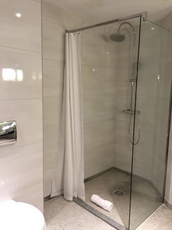 K+K Hotel Cayre: nice big shower
