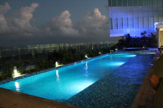 Vista da piscina picture of fiesta inn cancun las for Alberca las americas