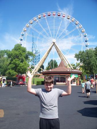 Eureka, MO: Holding The Ferris Wheel up!!