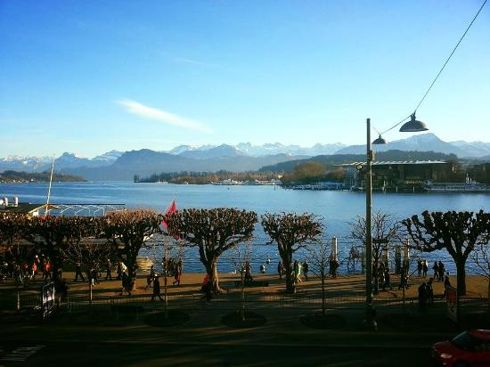 Hotel Schweizerhof Luzern: Fantastic view in the morning