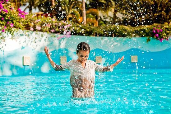 Grand Velas Riviera Nayarit : Niña Alberca Grand Velas