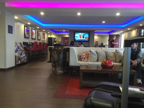 Comfort Inn & Suites near Long Beach Convention Center: photo0.jpg