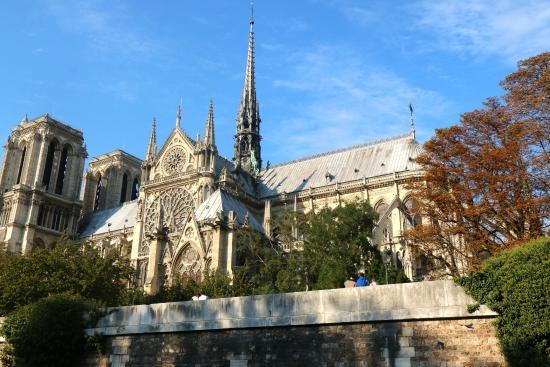 Vedettes du Pont Neuf: Notre Dame