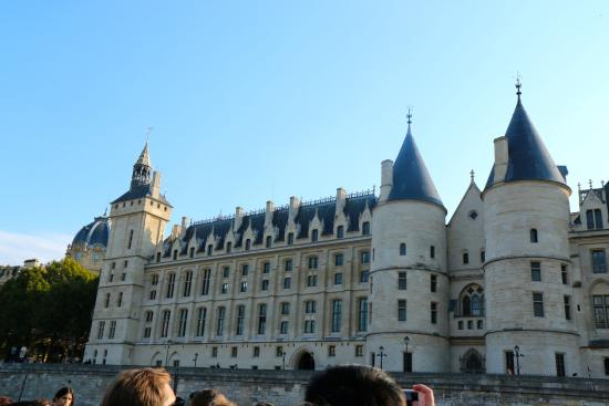 Vedettes du Pont Neuf: the architecture is stunning!