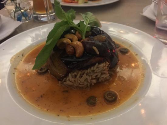 veganes hauptgericht mit aubergine backpflaumen und n ssen picture of restaurant l 39 orient. Black Bedroom Furniture Sets. Home Design Ideas