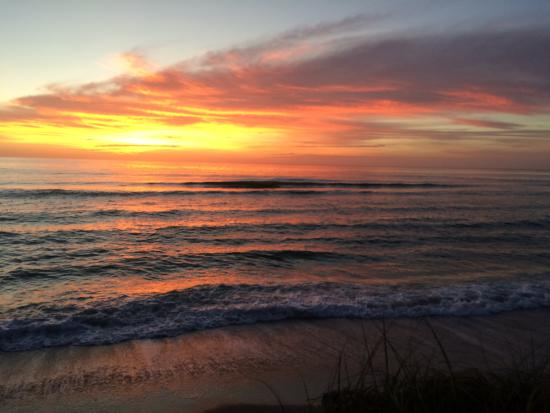 Pearl Beach Inn: Amazing sunsets right from the deck!