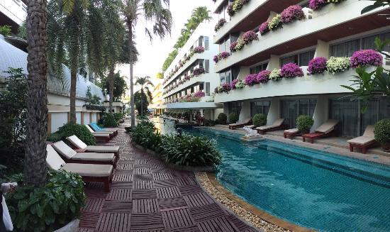 Cha-Am Methavalai Hotel: 2. P00L (©JPH)