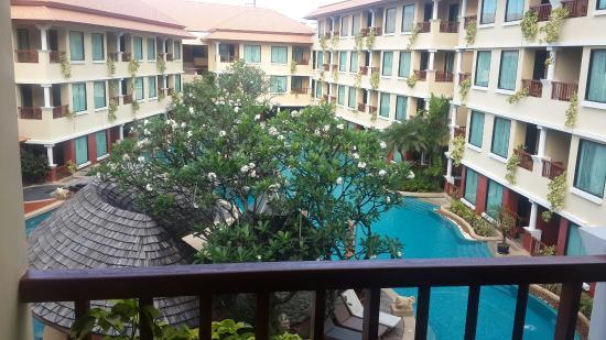 Patong Paragon Resort & Spa: Swim