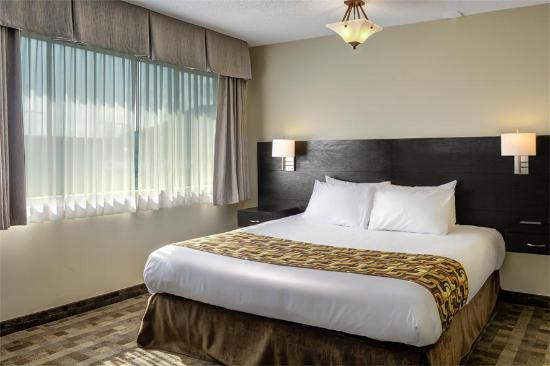 Sea to Sky Hotel and Conference Centre: Suite (King Size Bed)