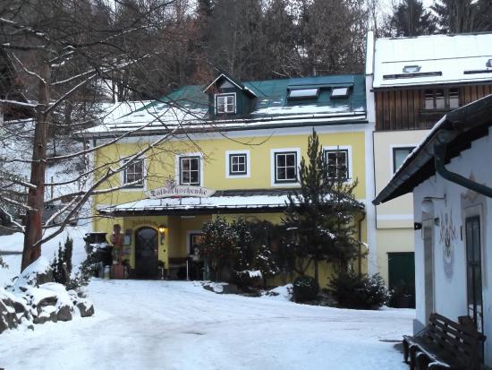 Talbachschenke: Restaurant / apartments (above)