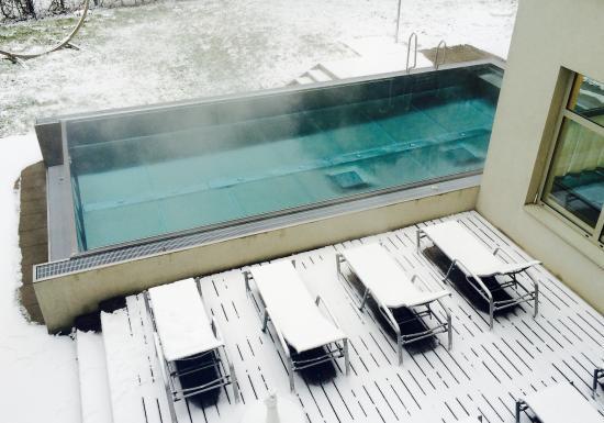 Außenpool im Winter III - Bild von Villa Gleichenberg, Bad ...