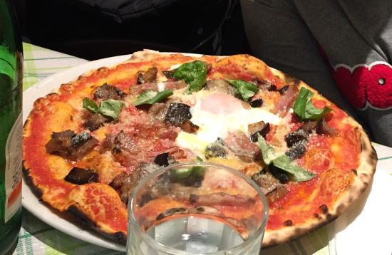 Tavolini Di Marmo Trastevere : La miglior pizza di roma ma anche i primi sono ottimi recensioni