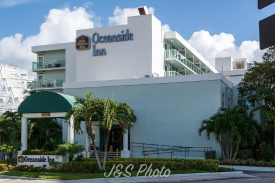 BEST WESTERN PLUS Oceanside Inn: View from front street corner
