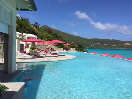 Canouan Estate Villas & Residences: Pool and deck at Pink Sand