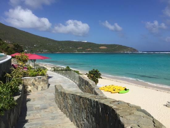 Canouan Estate Villas & Residences: View from Pool bar to beach at Pink Sand