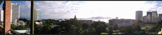 Indochine Hotel Nha Trang: Вид из ресторана на крыше