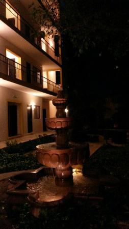Hotel Maison del Embajador : 20151227_221608_large.jpg